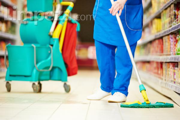 A importância dos uniformes para os profissionais de limpeza
